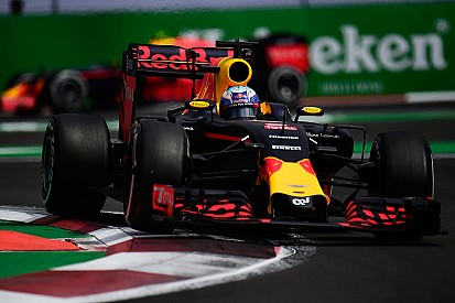 Red Bull competitivo hasta mitad de año, según Mateschitz