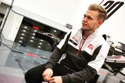Kevin Magnussen estuvo en las instalaciones de Haas F1