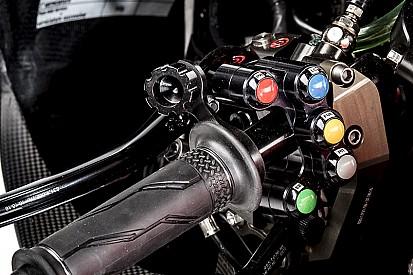 À la découverte des boutons sur le guidon de la Ducati GP17