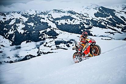 MotoGP in Kitzbühel: Marc Marquez mit Spikes auf der Skipiste