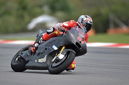 Ducati: 35 giri ed un codone inedito nel debutto di Sepang