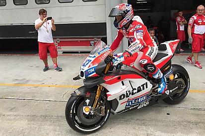 Ducati: Stoner prova la GP17 con le ali e nel box c'è già Lorenzo