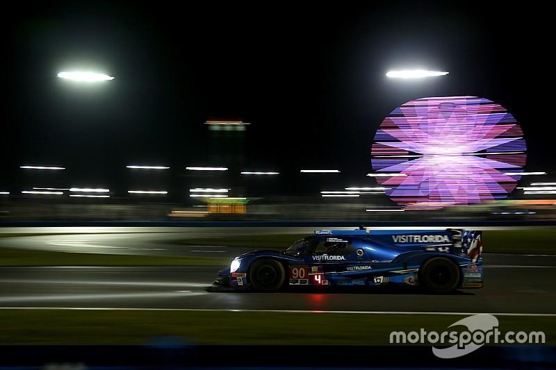 24h Daytona nach 14 Stunden: LMP2 von VisitFlorida führt im Regen