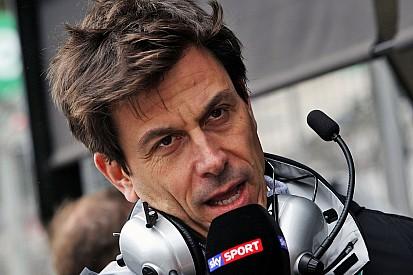 """وولف: لا يجب على فرق الفورمولا واحد التغاضي عن عرض """"ليبرتي ميديا"""" لشراء الأسهم"""