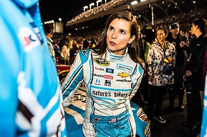 Stewart-Haas Racing verklagt Danica Patricks Sponsor