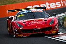 12h Bathurst nach 8 Stunden: Enge Zweikämpfe Ferrari vs. Mercedes