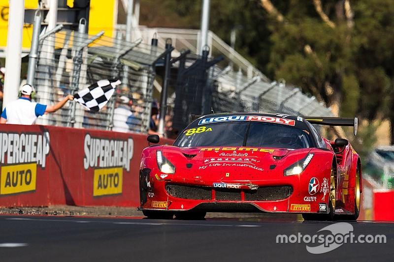 La Ferrari trionfa a Bathurst, van Gisbergen sbatte e scatta la polemica