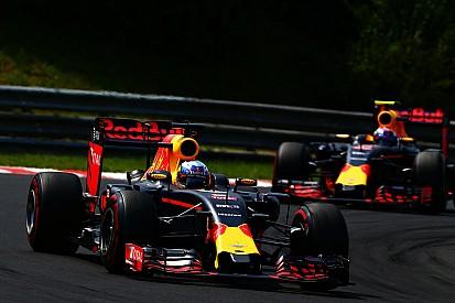 """Webber - Ricciardo a """"plus de sang-froid"""" que Verstappen"""