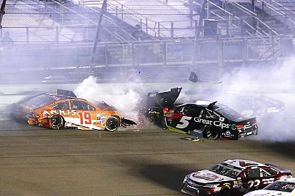 NASCAR restringe retorno de carros danificados após acidente