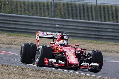 Vettel crasht tijdens regenbandentest Pirelli