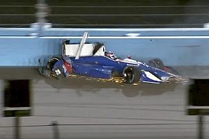 IndyCar BRÉKING IndyCar: Sato becsapódása a betonfallal