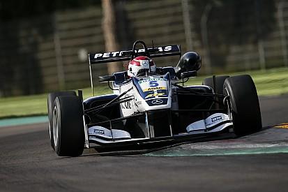 Piquet reste en F3 et vise les avant-postes