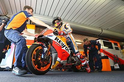 MotoGP: Ezentúl nem lehet rövidnadrágban kimenni a rajtrácsra?!