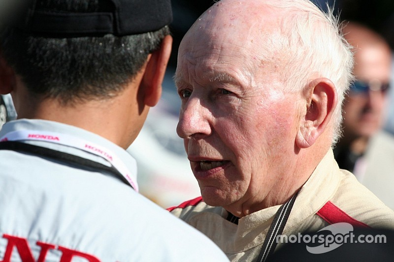 Motorsport in lutto: è morto John Surtees in ospedale!