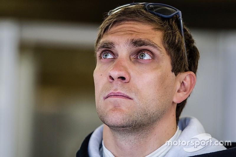 Vitaly Petrov proche d'un volant chez Manor en LMP2