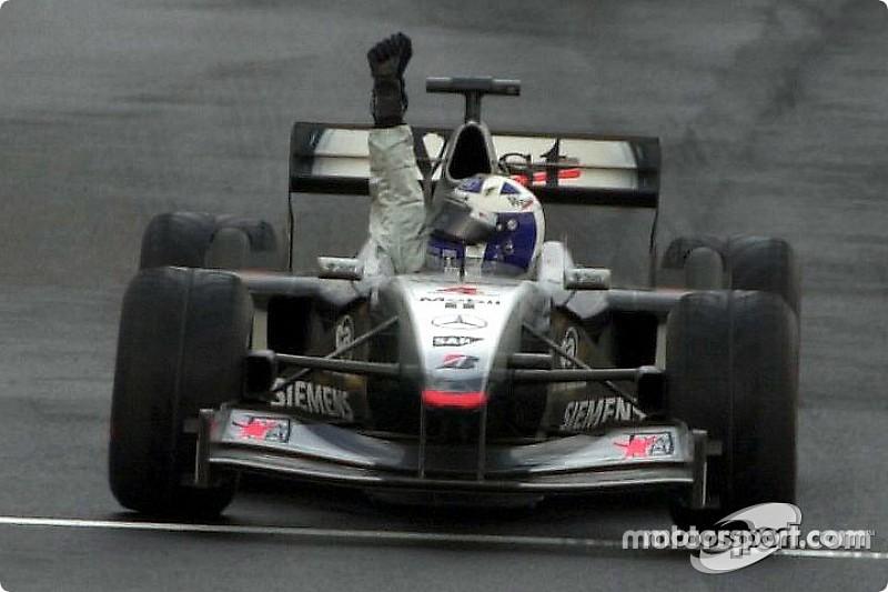 Ezen a napon: Schumacher szenved, Coulthard a vízen jár, Sauber a dobogón