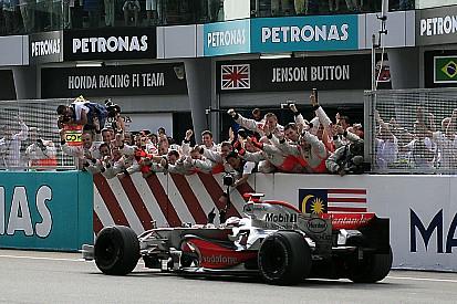 Ezen a napon: Fernando Alonso első mclarenes futamgyőzelme