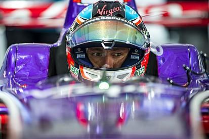 Травма поставила под вопрос гонку Лопеса в Формуле Е