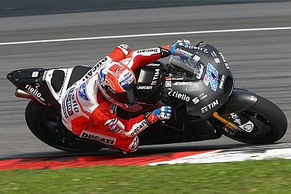 Casey Stoner torna sulla Ducati nei test di Barcellona