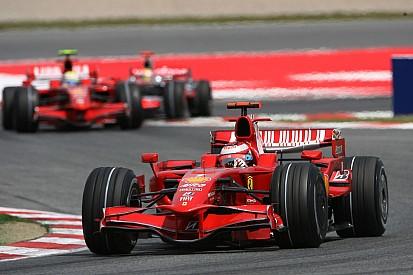 Felejthetetlen: Hamilton megtorpedózza hátulról Räikkönent