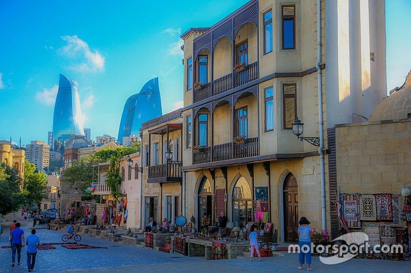 Így várják Bakuban az F1-es versenyzőket