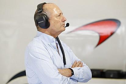 Dennis vende ações e rompe em definitivo com a McLaren