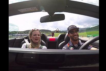 VÍDEO: Ricciardo leva grid girl austríaca para volta rápida