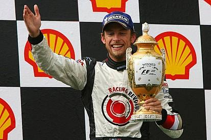 Ma 11 éve, hogy Button először futamot nyert a Forma-1-ben