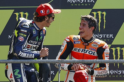 In beeld: Marquez naast Rossi met 33 zeges voor Honda
