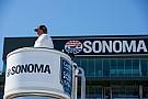 IndyCar Болельщицы прервали тренировку IndyCar, пытаясь сделать фото на трассе