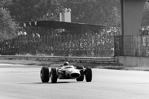 Формула 1 Новость Черно-белым снимкам Гран При Италии 1967 года добавили цвет