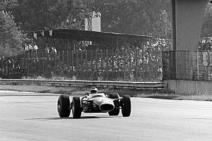 Черно-белым снимкам Гран При Италии 1967 года добавили цвет