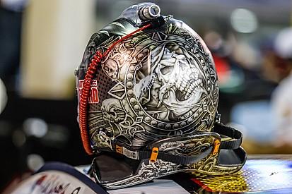 Формула 1 против NASCAR: смотрите, какие в них разные шлемы
