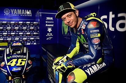 Rossi dédramatise sa peur d'arrêter la moto et pense aux courses auto