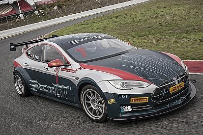 Video: Tesla GT-racewagen aan de tand gevoeld