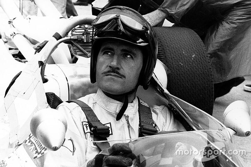Фотофакт: легенда Ф1 Грем Хілл навчає свого сина Деймона пілотувати машину