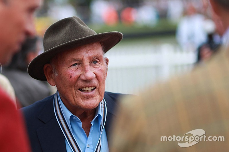 Sir Stirling Moss announces retirement from public life