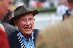 Stirling Moss se retire de la vie publique