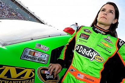 GoDaddy sponsori Danica Patrick di Daytona dan Indy 500