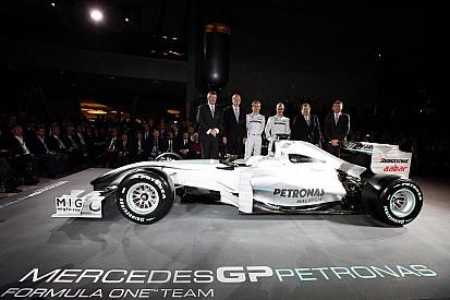 Tarihte bugün: Mercedes, W01'in örtüsünü indiriyor