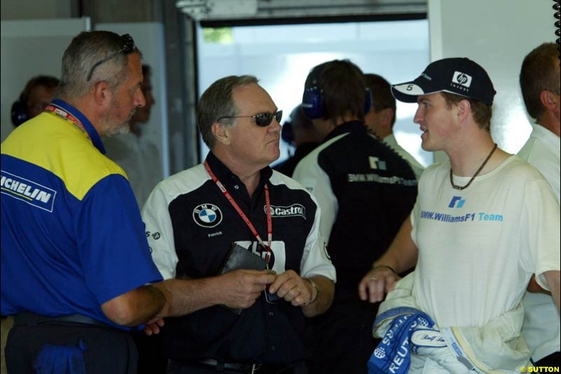 Patrick Head and Ralf Schumacher, Williams. Qualifying, French Grand Prix, Magny Course, France, July 20th 2002.