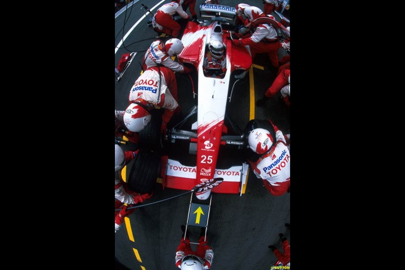 Toyota perform a pit stop. French Grand Prix, Magny Cours, France, July 21st 2002.
