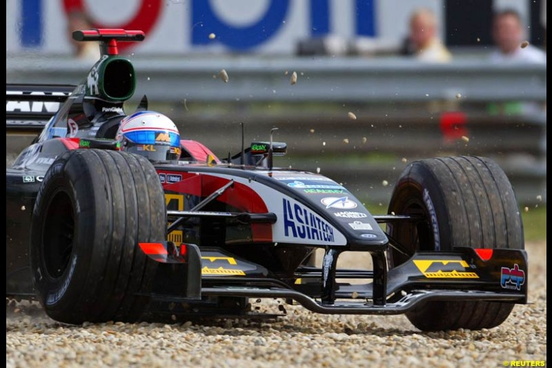 Anthony Davidson, Minardi, takes a trip across the gravel during Saturday Free Practice, Hungarian Grand Prix, Budapest, August 17 2002.