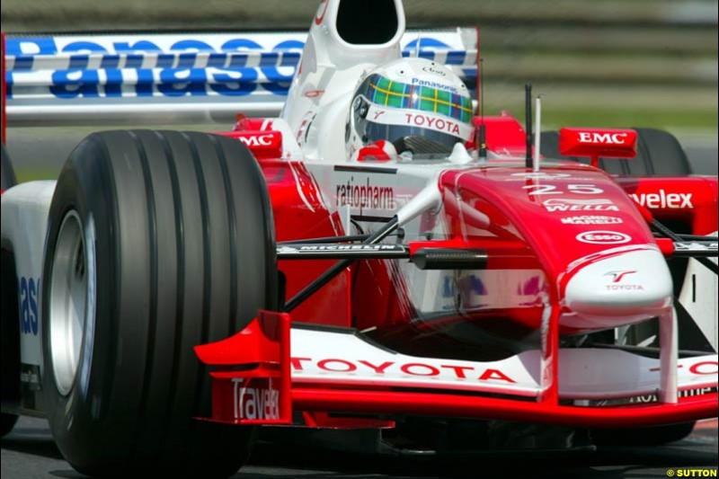 Allan McNish, Toyota, during Qualifying, Hungarian Grand Prix, Budapest, August 17 2002.