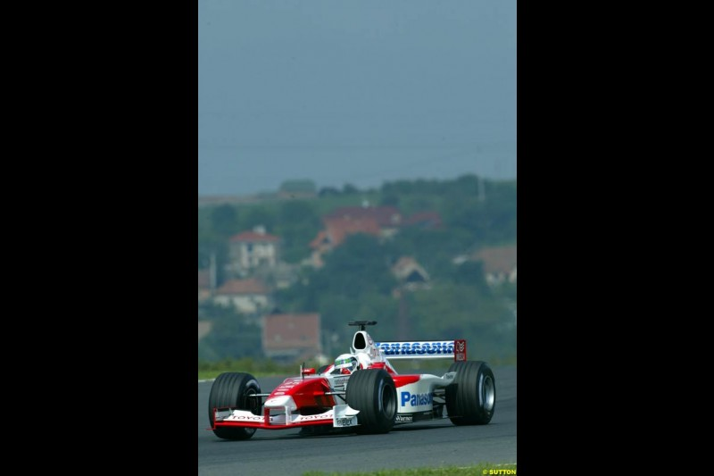 Allan McNish, Toyoyta, during Saturday free practice, Hungarian Grand Prix, Budapest, August 17 2002.