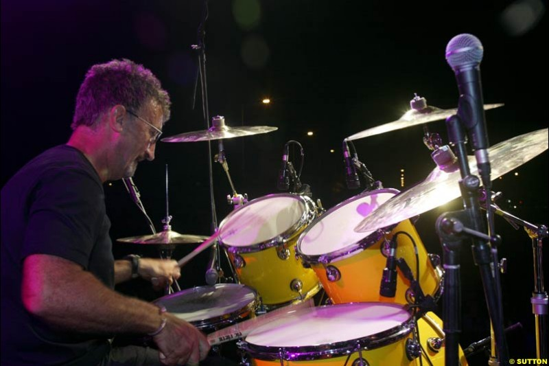 Eddie Jordan bangs the drums during the V10 concert held in Victory Place. Hungarian Grand Prix, Budapest, 16 August 2002.