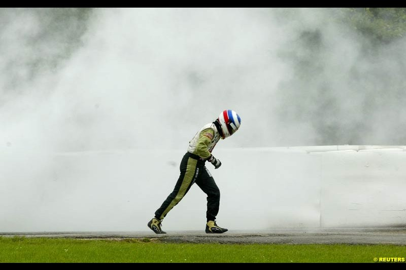 Olivier Panis, British American Racing, walks from his car after an engine failure. Belgian Grand Prix, Spa-Francorchamps, Belgium, September 1st 2002.