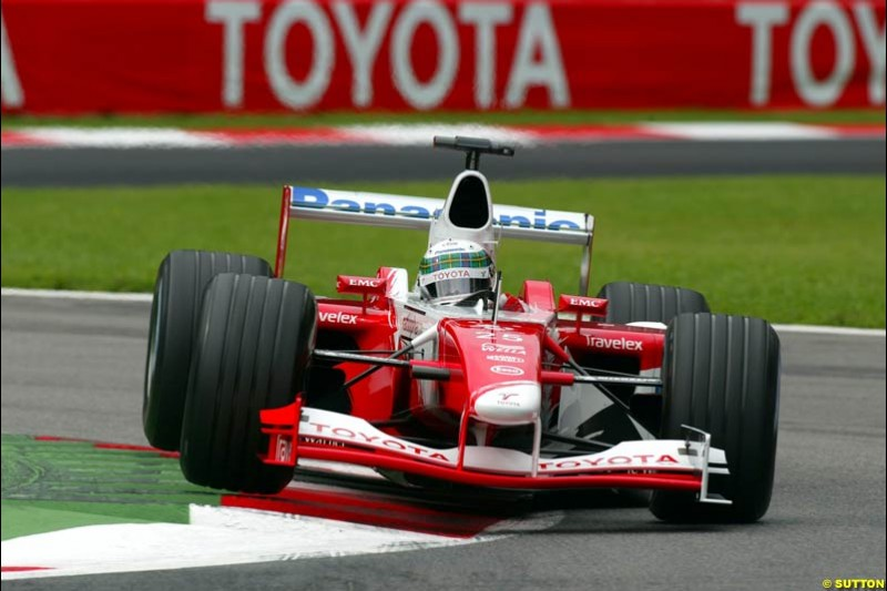 Allan McNish, Toyota, during Friday Free Practice. Italian Grand Prix, Monza, Italy. September 13th 2002.