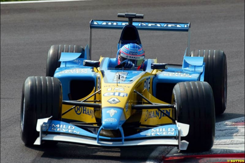 Jenson Button, Renault, during Qualifying. Italian Grand Prix, Monza, Italy. September 14th 2002.