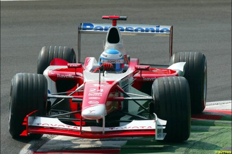 Mika Salo, Toyota, during Qualifying. Italian Grand Prix, Monza, Italy. September 14th 2002.